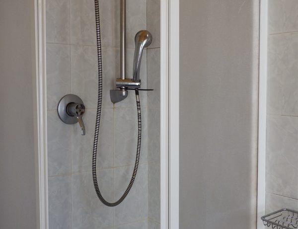 bagno in camera doccia hotel touring messina