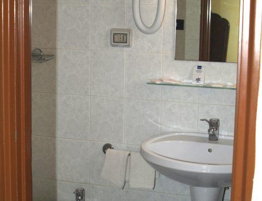 bagno fono servizi hotel touring messina
