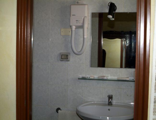bagno specchio hotel touring messina