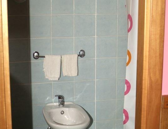 Bagno in camera servizi Hotel Touring Messina