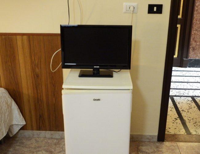 camera tv frigo hotel touring messina
