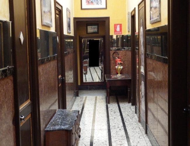 corridoio hotel touring messina